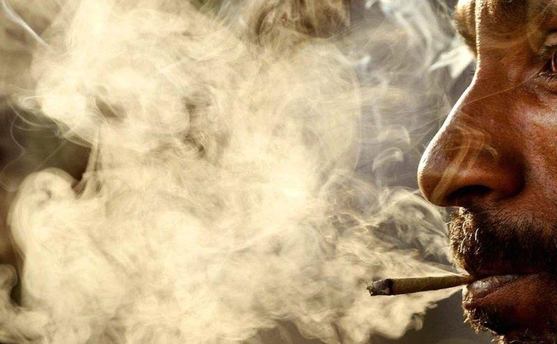 wallpaper-smoking-man