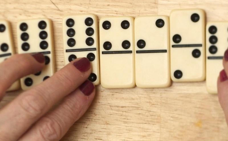 140714-alzheimer-dominoes-330p_e47cb6177a72980a2d89801e3d9acbc8