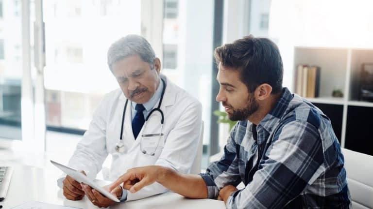 سرطان البروستاتا: خبراء يطلبون فحص الرجال المعرضين لخطر الإصابة قبل سن الأربعين