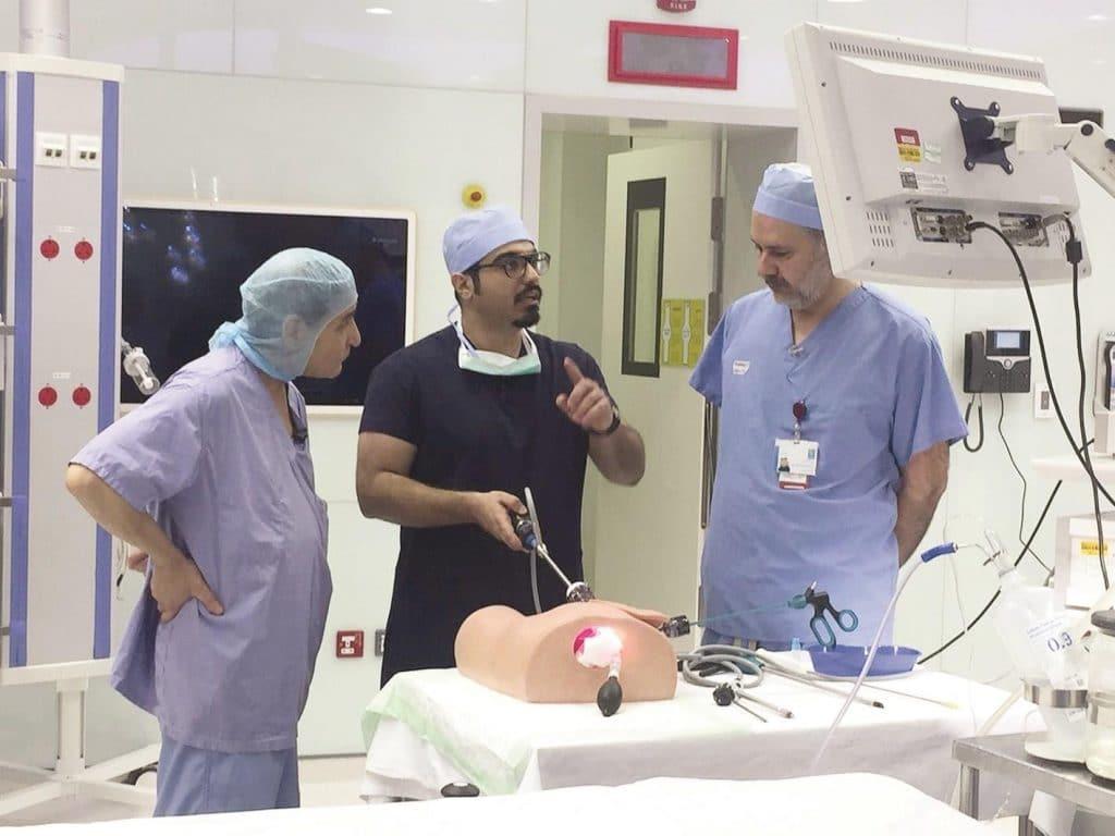 اختراعات طبية - الطبيب الكويتي أحمد نبيل: منظار ذاتي التنظيف